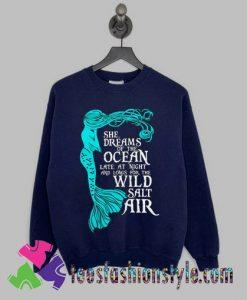 She dreams of the ocean Sweatshirts